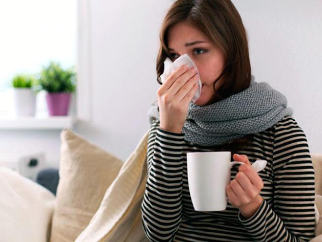 При насморке, беременным девушкам помогает обильное питье
