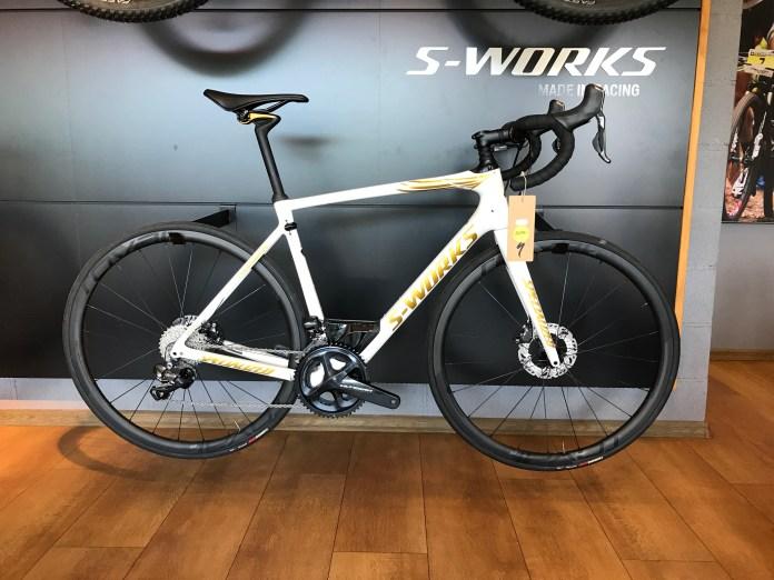UUS: S-Works Roubaix. Tom Boonen Special edition. Shimano Ultegra Di2 komponendid, CL32 karbonjooksud. Hind 5699€ (8490€).