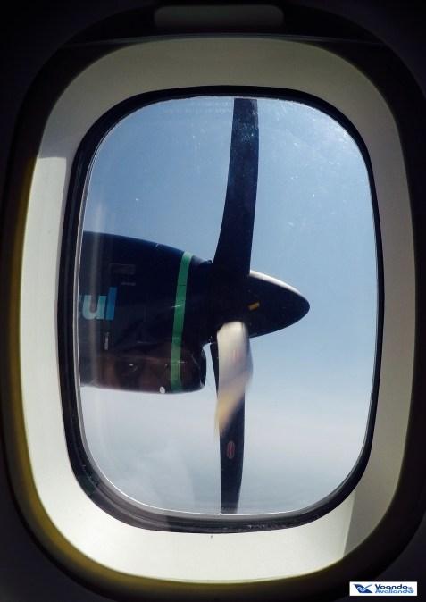 helice-esq-atr-janela-em-voo
