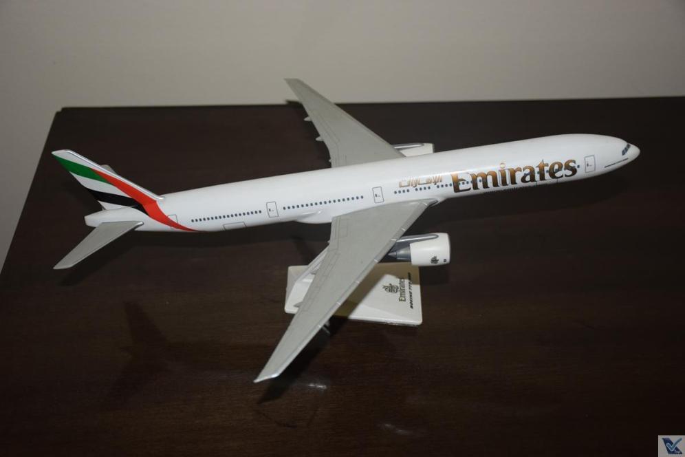 _Emirates - B777-300ER (1)