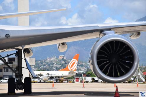 _B747 Trem Motor + Avião Gol