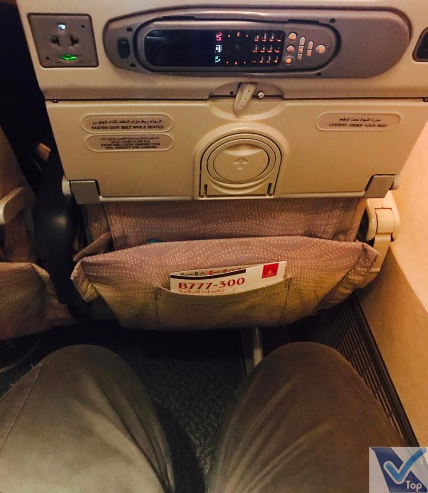 Emirates B777 - Espaço Pernas