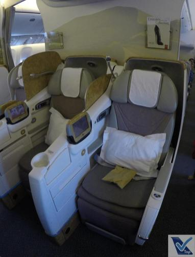 Poltronas-Centro-B777-Business-Emirates-2