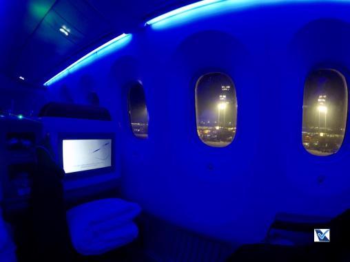Inside - B787 - Business - LATAM - SCL AKL - Luz Azul 2