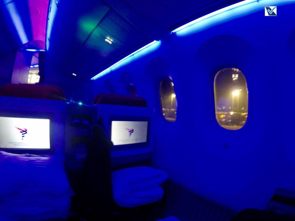 Inside - B787 - Business - LATAM - SCL AKL - Luz Azul 3