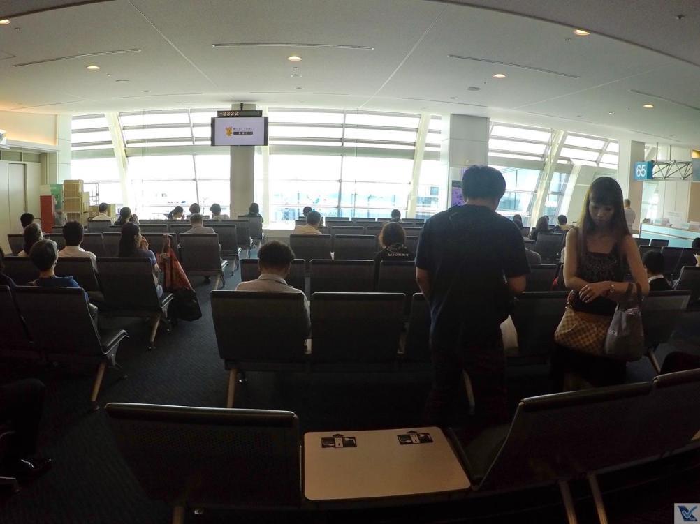 Haneda-Área-de-Embarque-Cadeiras 2