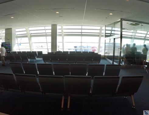 Haneda-Área-de-Embarque-Cadeiras 3