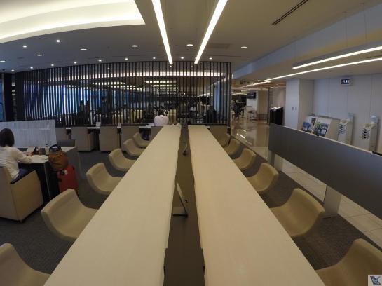 Sala-VIP-ANA-Haneda-Visão-Mesa-Trabalho