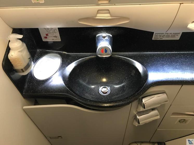 A330 - Banheiro - Qantas - Pia