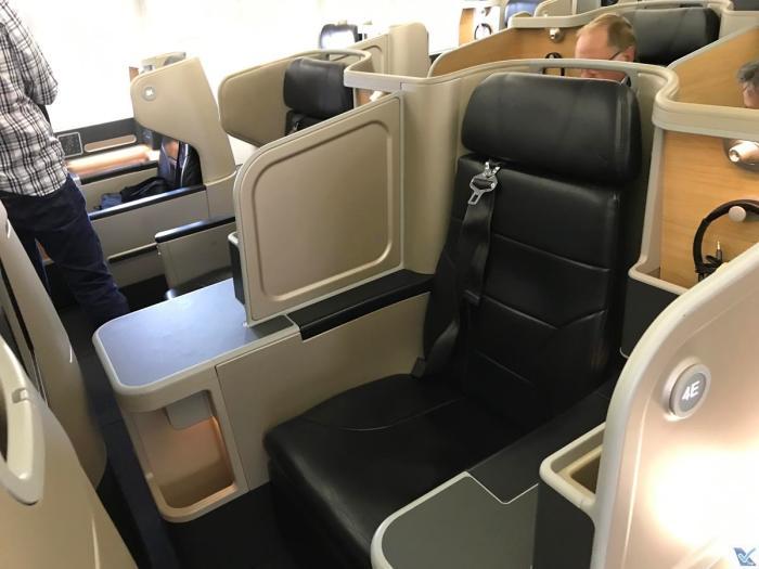 Qantas - A330 - Business (1)