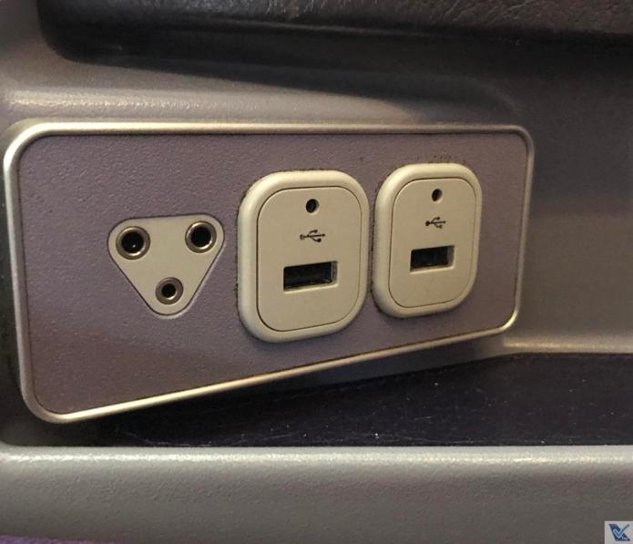 Tomada + Porta USB - B747 - Thai (2)