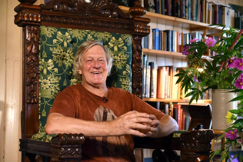 Stichting VOC presenteert alternatieve troonrede met 'wietkoning' Doede de Jong