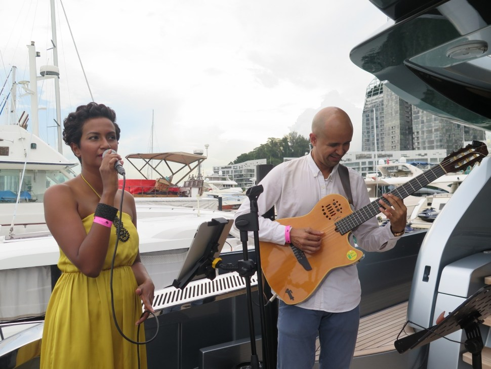 jazz singer with guitarist