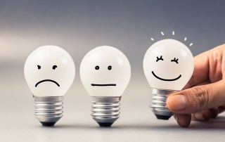 Giving great feedback by choosing the smiling lightbulb
