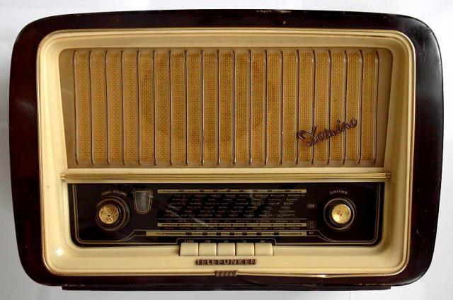 Un modello di radio anni Cinquanta