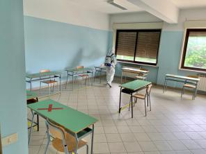 L'Esercito sanifica le scuole nel messinese prima degli esami di maturità (6)