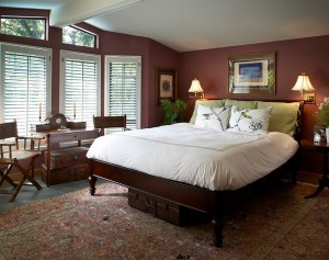 pantone-color-of-the-year-marsala-used-for-the-bedroom-walls_