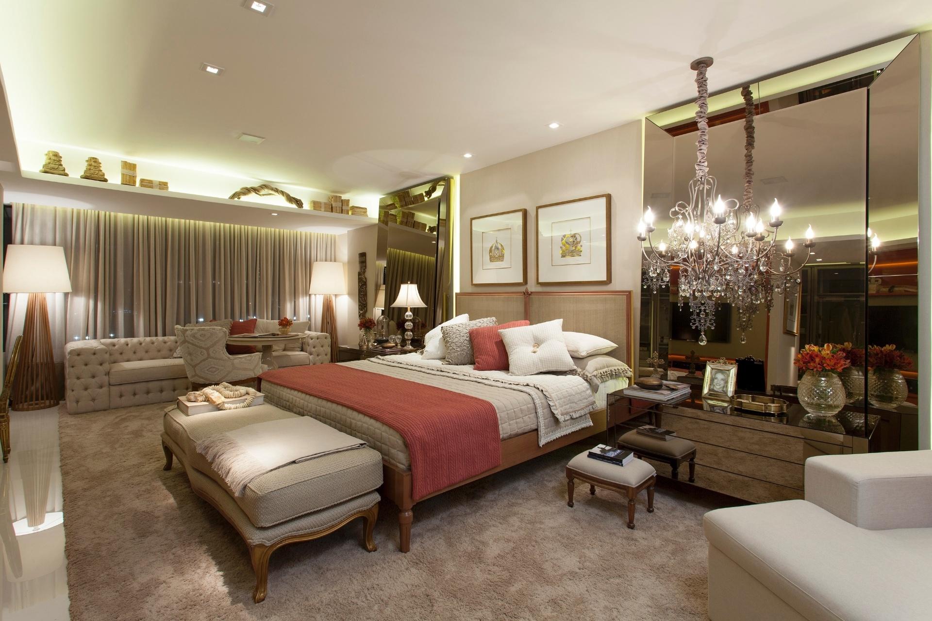 desenhada-pela-designer-de-interiores-nagila-andrade-a-suite-do-casal-1-e-um-ambiente-intimo-sofisticado-e-de-ar-classico-entre-os-objetos-destaque-para-os-grandes-e