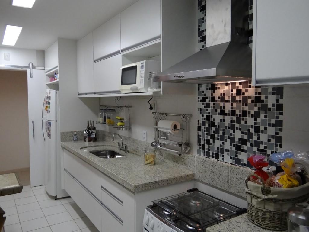 Cozinha linear grandinha para os padrões de cozinhas lineares visto  #805C4B 1024 768