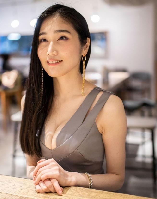 Nayuka Mine ex-atriz JAV que resolveu virar Mangaka