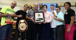 Boxeadores puertorriqueños en el Centro Sister Isolina Ferré.