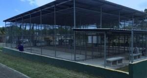 Campo de bateo construido en la urbanización Jardines de Lajas que nunca ha sido utilizado. (Informe de auditoría M-17-09 / Oficina de la Contralora)