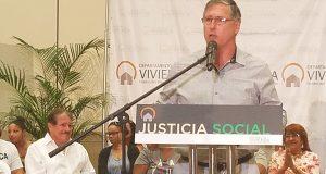 El alcalde de Cabo Rojo, Roberto Ramírez Kurtz.