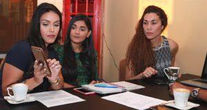 Gladys Jorge (derecha) desarrolla el plan de trabajo de Mujeres de Rango junto a sus colegas Paola Cristina Acevedo (centro) y Libni García (izquierda).
