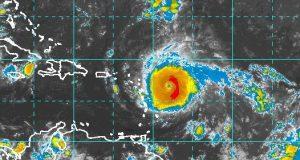 A las 8:00 a.m. el huracán Irma se encuentra en la latitud 16.7 N y longitud 57.7 O. (NOAA)