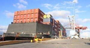La embarcación trajo a la isla unos 80 contenedores de la empresa Crowley con equipo procedente del Puerto de Jacksonville.
