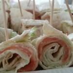 Wraps met gerookte zalm en sla; gezond, heerlijk en zo op tafel!