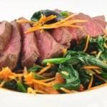 Biefstuk recept met zongedroogde tomaatjes en verse spinazie