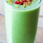 Groene smoothie met komkommer, kwark en spinazie