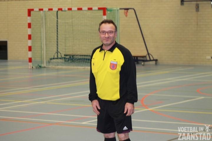Referee Halim Kurt weet van geen ophouden