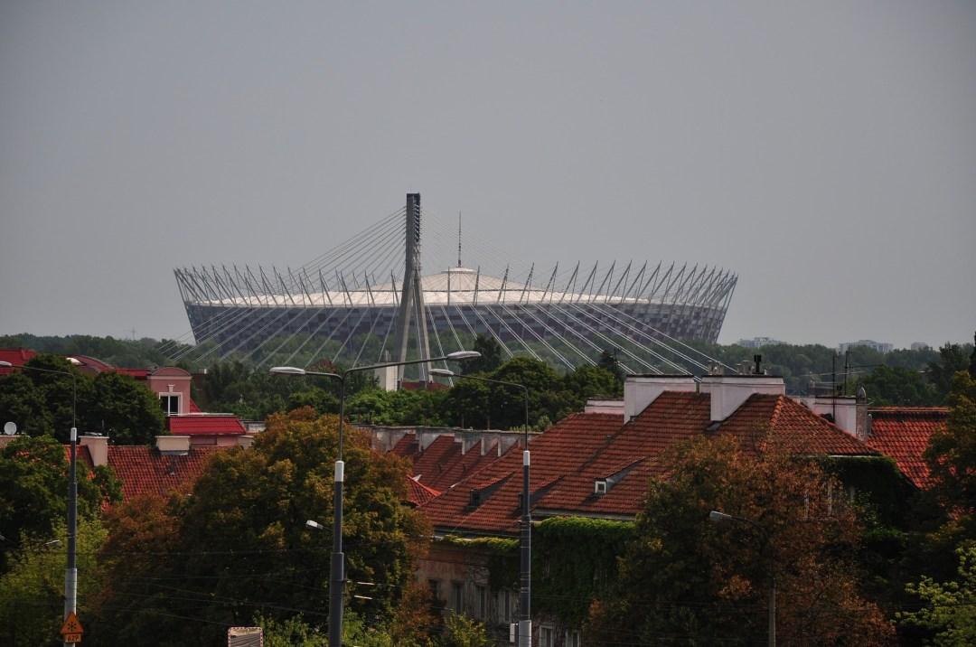 Het indrukwekkende nationale stadion in Warschau die door de verhoging goed te zien is vanuit de voetbalstad.