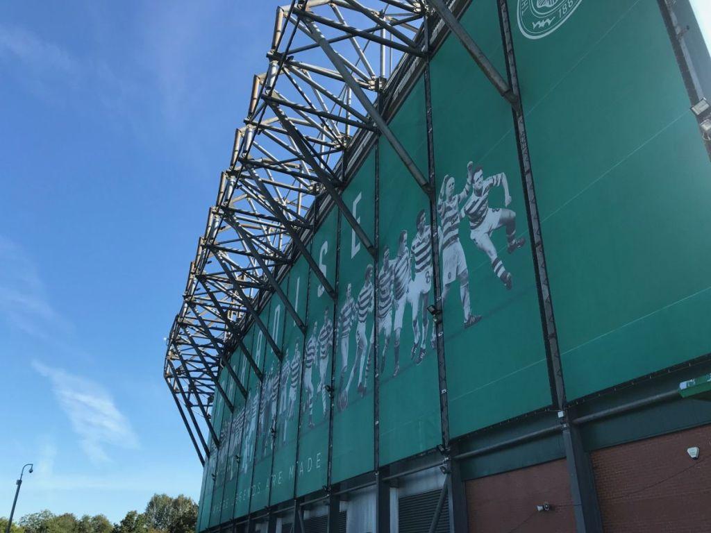 Celtic Park gefotografeerd van de buitenzijde. Celtic park is al sinds het ontstaan van Celtic de thuishaven van de voetbalclub uit Glasgow. Tevens het decor voor de Old Firm Voetbalderby.