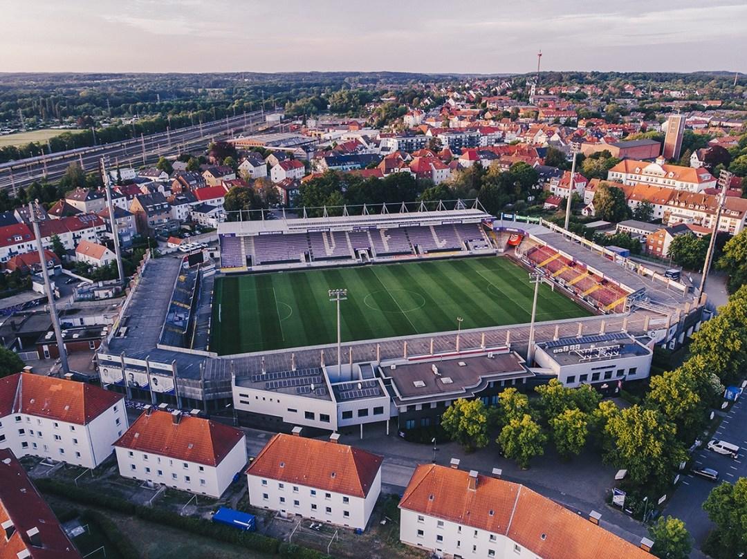 Foto van het Stadion an der Bremer Brücke vanuit de lucht gefotografeerd.