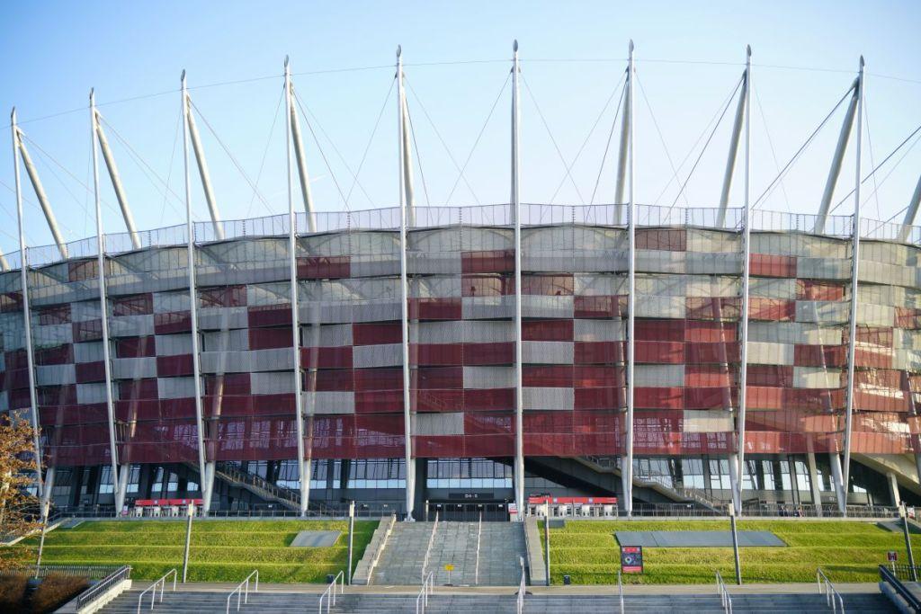 Nationaal stadion Polen. Gelegen op een verhoging in de voetbalstad Warschau.