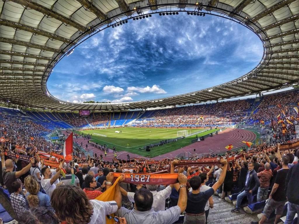 De Fans van As Roma voorafgaand aan een voetbalwedstrijd van de Italiaanse voetbalploeg.