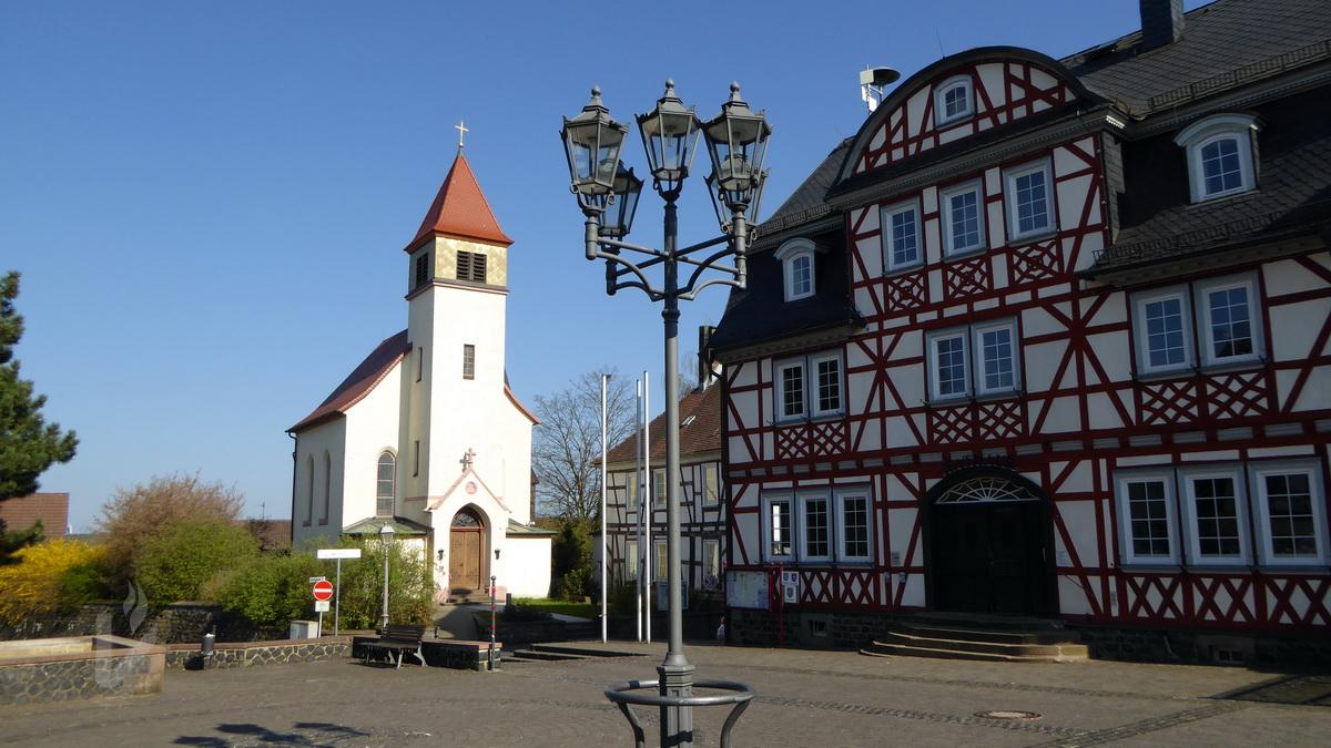 Herbstein Marktplatz mit Rathaus