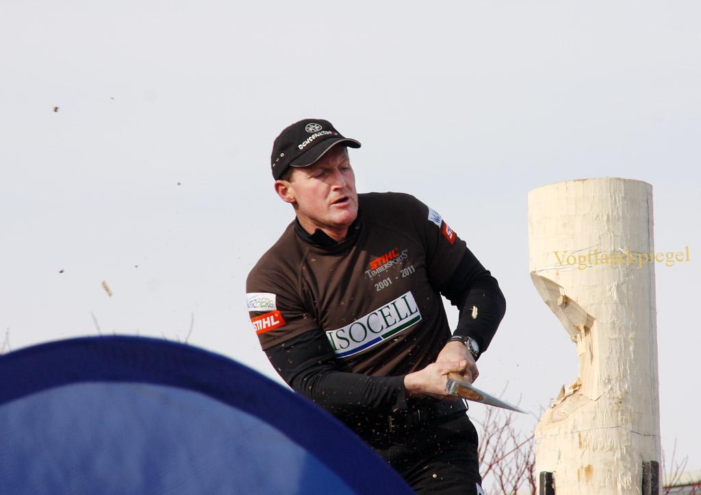 Springboard Sportholzfäller in Aktion beim Frühlingsfest im Autohaus Trützschler