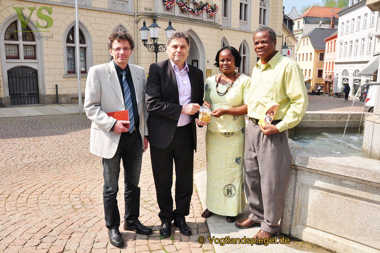 Kennenlernbesuch des Vereins Kinderhilfe Westafrika e.V. beim Bürgermeister der Stadt Greiz