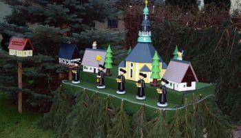 Weihnachtswunderland und Weihnachtsmarkt locken nach Gommla