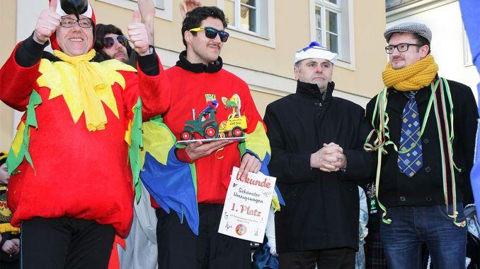 Mit Bühnenprogramm fand der Rosenmontagsumzug in Greiz seinen Höhepunkt