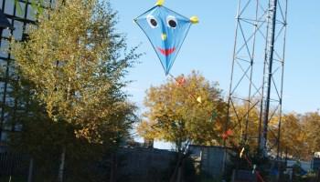 Gommlaer Drachenfest: Bunte Farbtupfer über Gommla