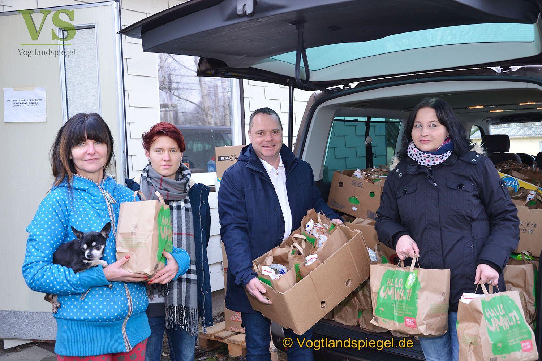 Rewe-Schott: Futterspende für Tierheim Greiz
