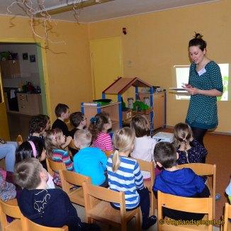 """REWE Schott OHG: Vorschüler der Kita """"Juri Gagarin"""" lernen mit Klara Karotte"""