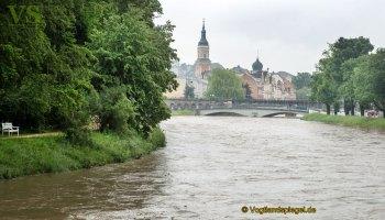 Hochwasser der Weißen Elster geht an Greiz vorbei