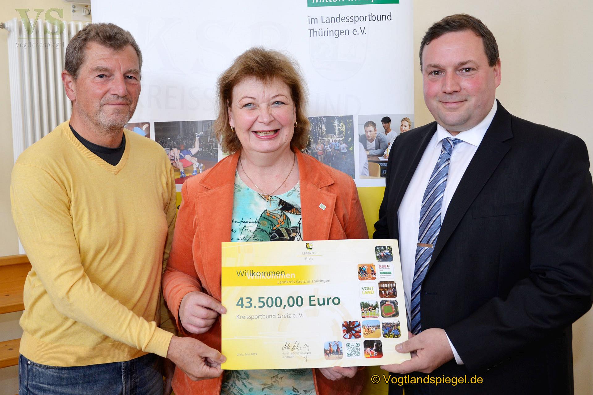 Mitgliederversammlung des Kreissportbundes Greiz: Landrätin übergibt Fördermittelscheck