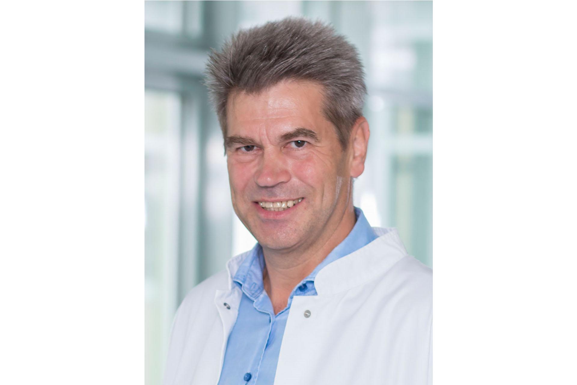 Chefarzt der Klinik für Gynäkologie und Geburtshilfe, Dipl.-Med. Köhler.
